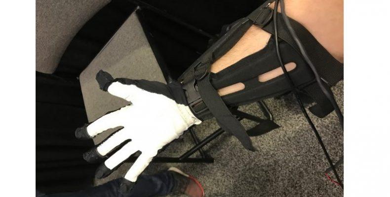 maestro-VR перчатка